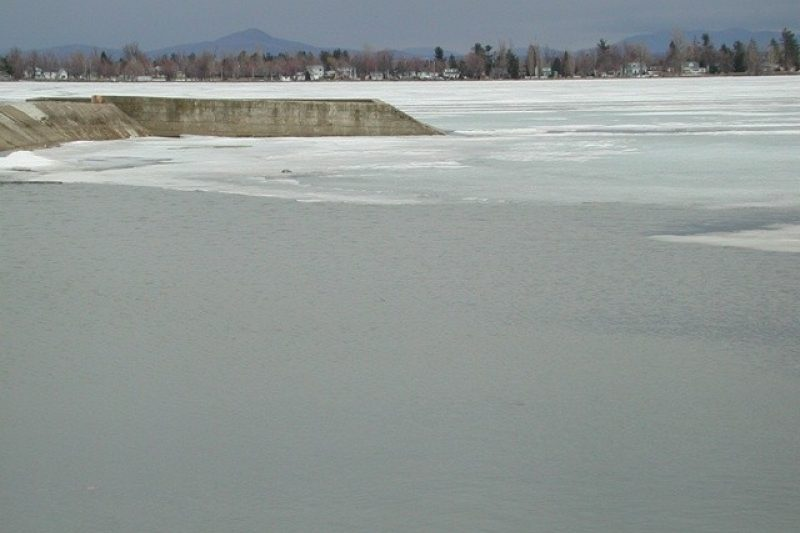 Le lac Champlain menacé par les compressions de Donald Trump