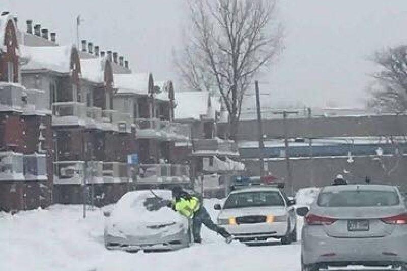 Une photo d'une contravention dans la neige fait jaser sur les réseaux sociaux