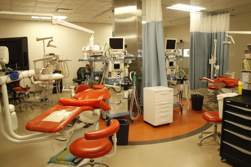 L'interdiction des frais accessoires menace une clinique dentaire de Saint-Léonard