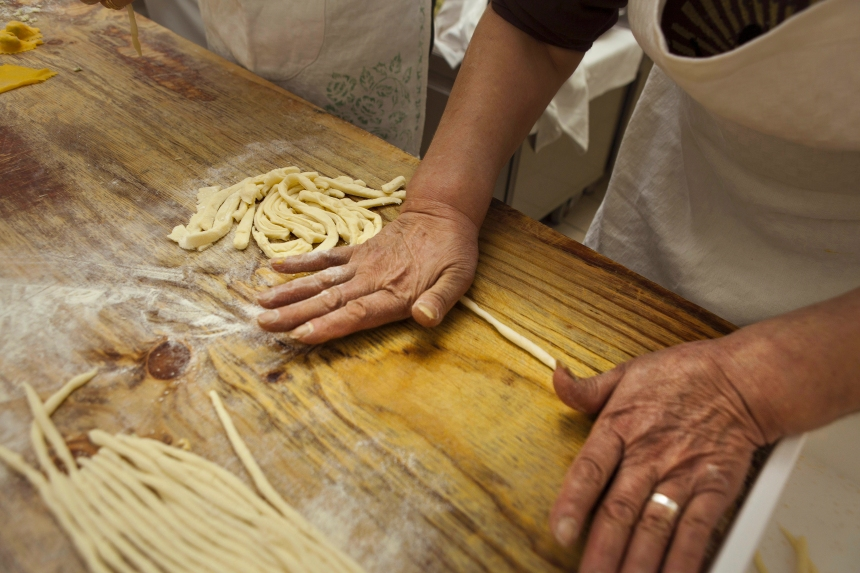 Pâtes, fromage, pain, saucisses: l'option du fait maison