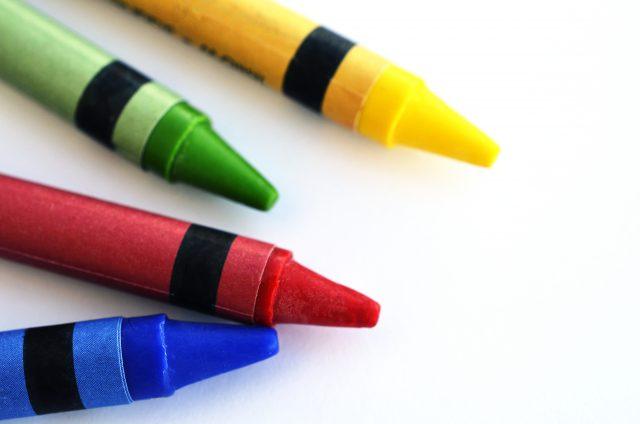 Crayola annonce qu'elle retire le crayon jaune pissenlit
