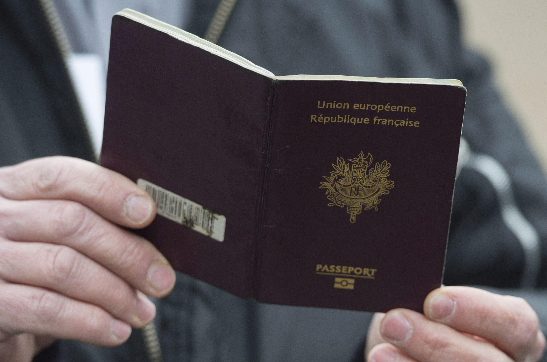 F/êter et recevoir Passeport Porte-NOM