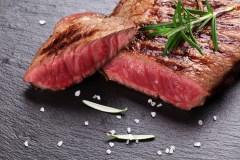 Faut-il 4500 litres d'eau pour produire un steak?