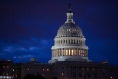 Trump éloigne la menace d'un «shutdown» sans renoncer à son mur