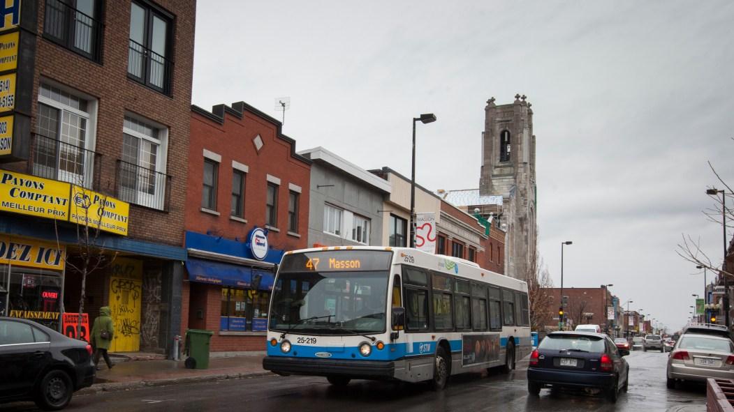 Les lignes d'autobus du quartier Rosemont offrent moins de départs en avril, dénoncent les commerçants de la Promenade Masson.
