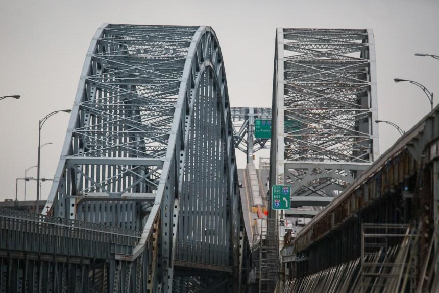 Québec annonce la construction d'un nouveau pont Mercier