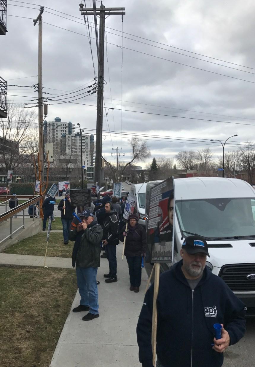 Bisbille entre un élu et des cols bleus à la suite d'une manifestation