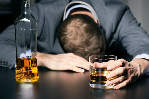 Éduc'alcool mise sur l'impact économique de la surconsommation