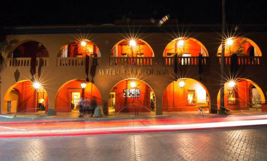 Le groupe The Eagles en cour contre un Hotel California