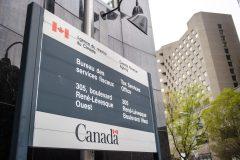 Ottawa commence la distribution de la prestation canadienne d'urgence