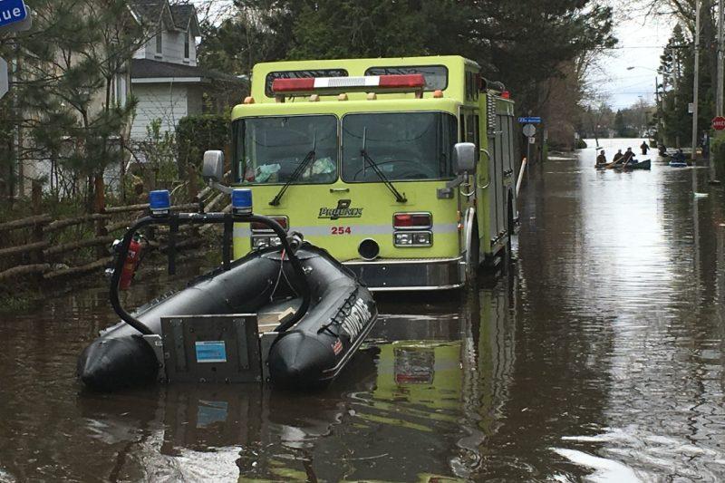 Inondations: l'Armée canadienne débarque à Laval