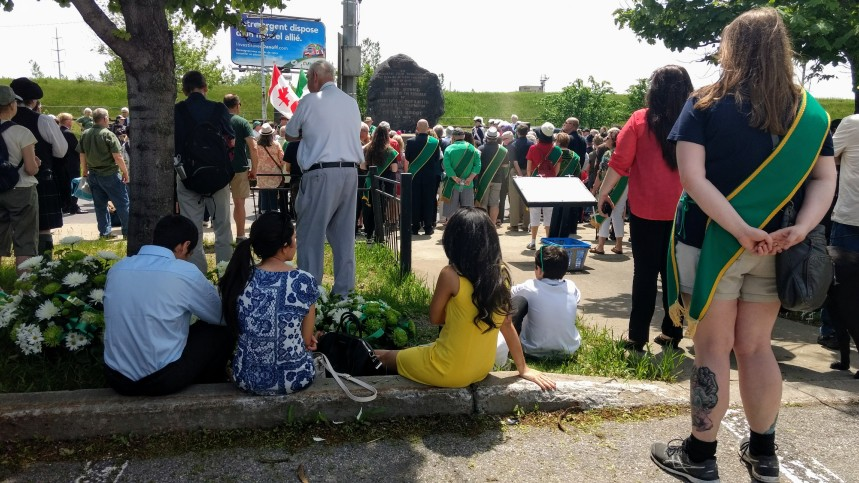 Parc hommage: la communauté irlandaise garde espoir à la marche au Black Rock