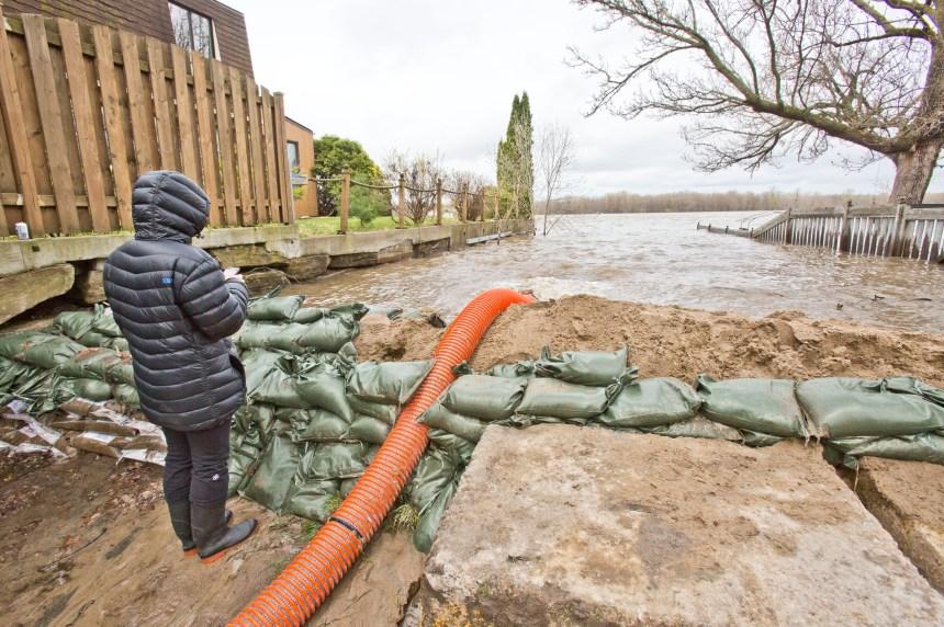 La pluie risque de causer la crue des eaux