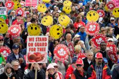 Drapeau anti-avortement à l'hôtel de ville d'Ottawa