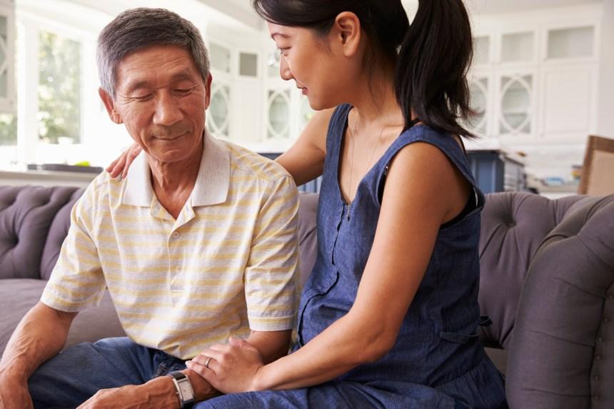 Les soins aux parents qui vieillissent coûtent 33G$ par an aux Canadiens