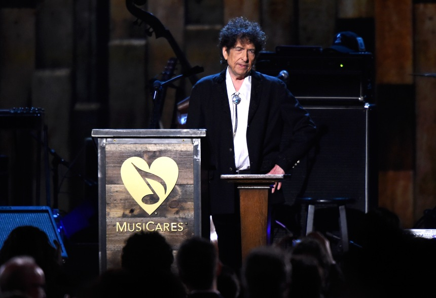 Bob Dylan remet son discours Nobel et empoche l'argent du prix