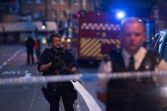 Londres: un véhicule renverse des piétons près d'une mosquée