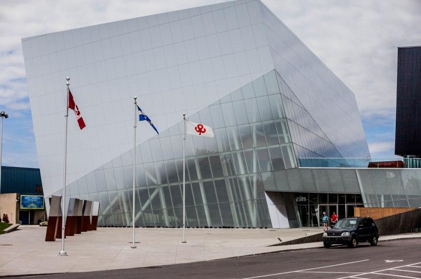 Complexe sportif de Saint-Laurent: des sous-traitants exigent d'être payés