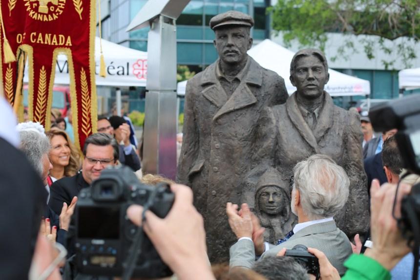 Les Grecs de Montréal lèguent une statue à la Ville