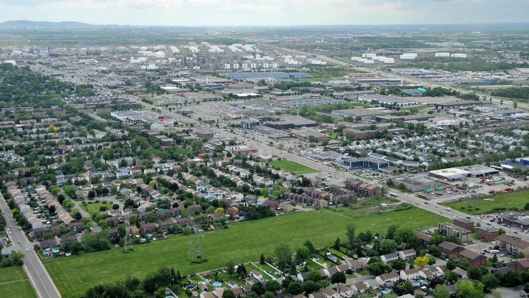 Une vue aérienne de l'arrondissement Rivière-des-Prairies–Pointe-aux-Trembles.