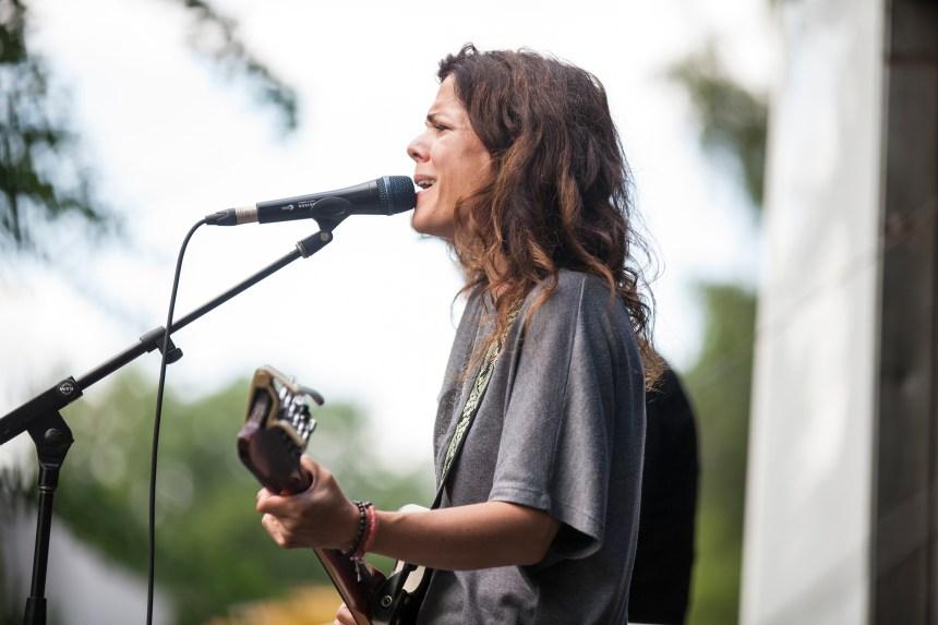 Catherine Durand et sa guitare à LaSalle