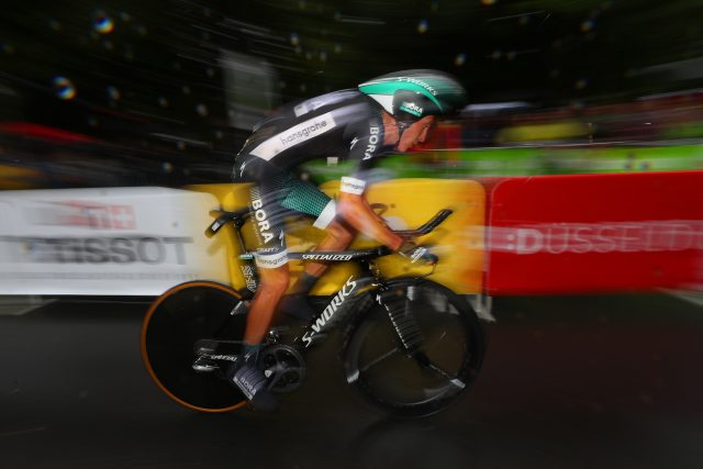 Une photo des jambes d'un cycliste du Tour de France fait jaser