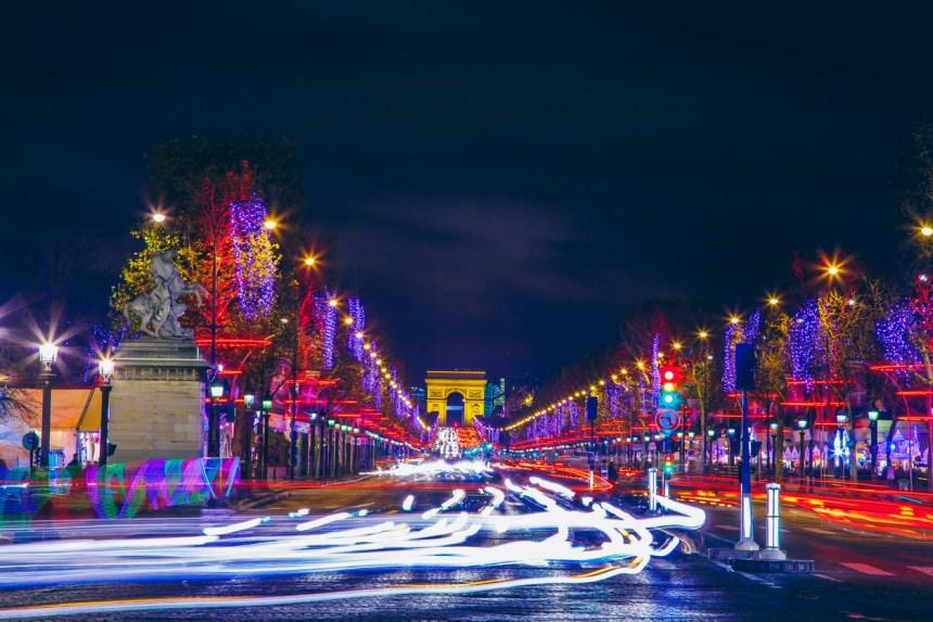 Des pères Noël manifestent à Paris