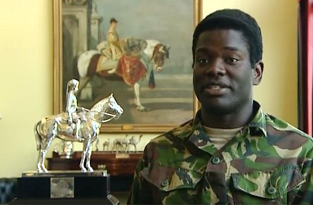 Élisabeth II nomme le premier officier de la reine noir de l'histoire britannique