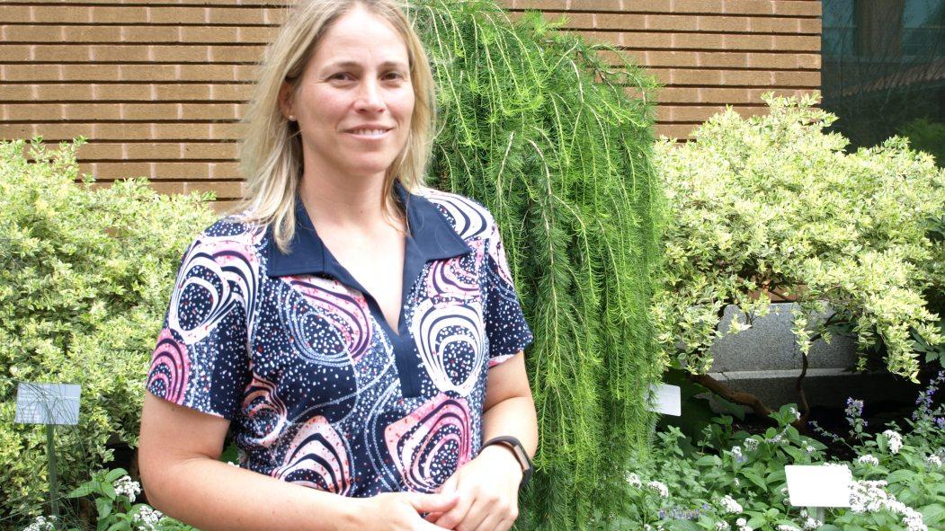 La botaniste Stéphanie Pellerin, chapeaute plusieurs recherches sur les écosystèmes en milieu urbain.