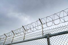 Droit de sortie sans escorte pour un condamné pour meurtre