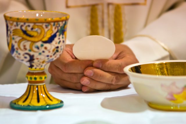 Le Vatican interdit les hosties sans gluten