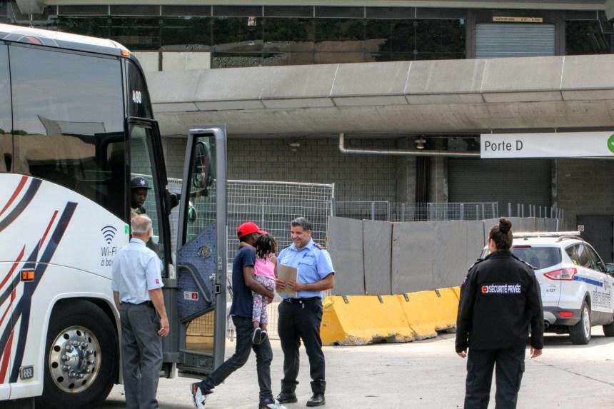 Des demandeurs d'asile hébergés dans le Stade olympique