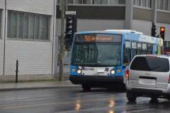 L'autobus 55 rejoint la station Henri-Bourassa