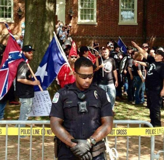 Non, cette photo n'a pas été prise lors des récents rallyes racistes à Charlottesville