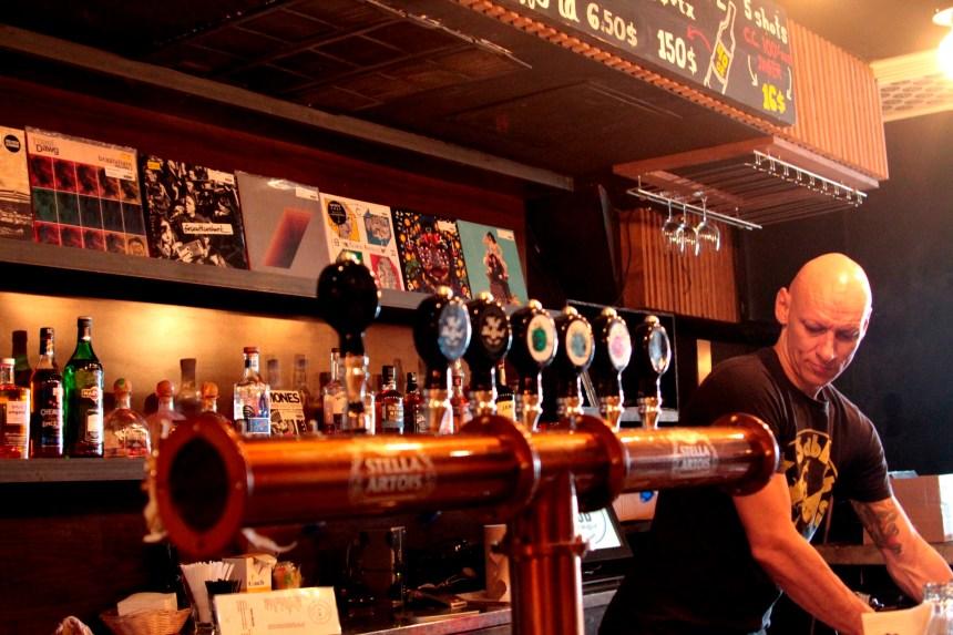 Un nouvel endroit sur le Plateau pour trouver un vinyle en sirotant une bière