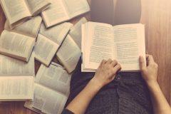 #BookLoversDay: 10 comptes Instagram à suivre pour les amoureux des livres