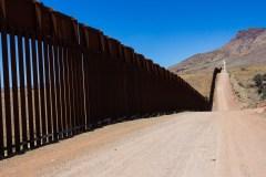 Des soldats armés à la frontière mexicaine