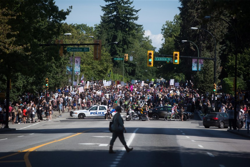 4000 personnes à une manif contre le racisme à Vancouver