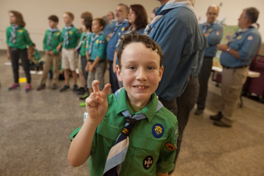 Autiste, il apprend à socialiser avec les scouts