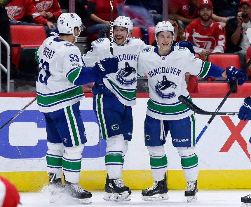Les Canucks infligent un revers de 4-1 aux Wings