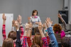 Les élèves moyens réussissent mieux dans leur carrière