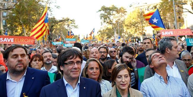Puigdemont dénonce une «attaque» de Madrid contre la démocratie catalane
