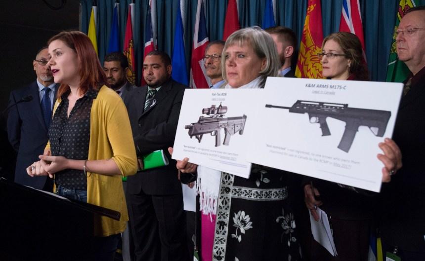 Contrôle des armes: Trudeau prié de bouger