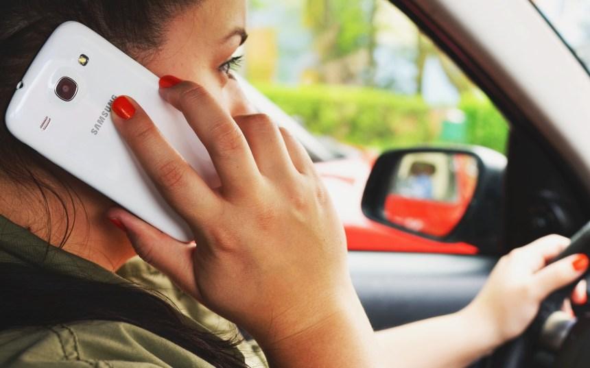 Cellulaire au volant: sanctions quadruplées dans le Code de la sécurité routière