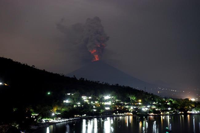 L'aéroport de Bali demeurera fermé