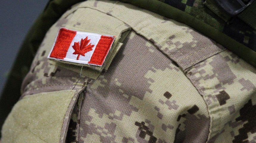 Présumé néonazi dans l'armée: l'état-major était au courant, selon Vance