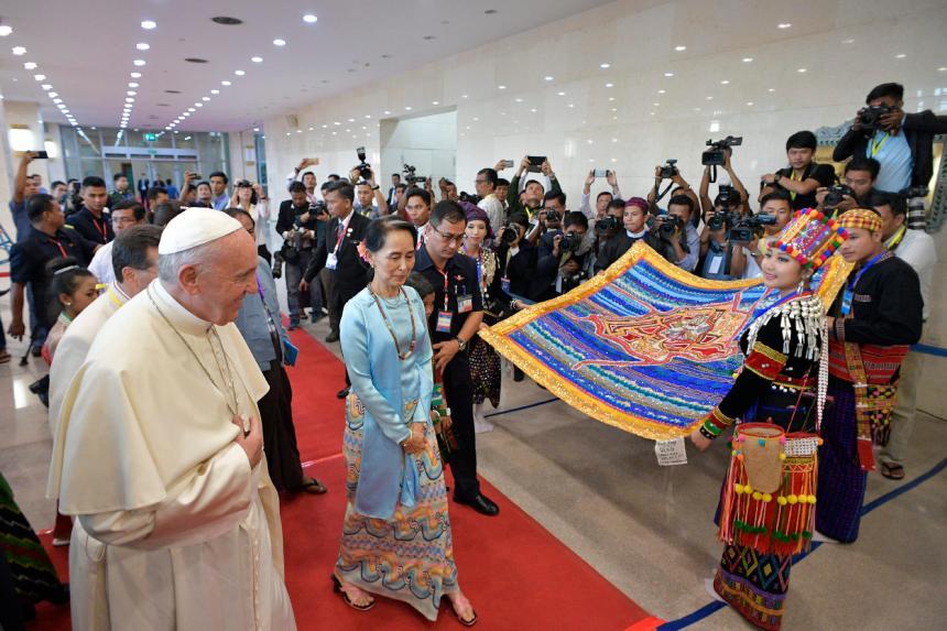Le pape demande le respect des droits au Myanmar