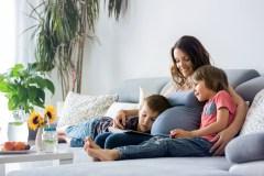Cinq trucs pour préparer la fratrie à l'arrivée d'un nouveau bébé