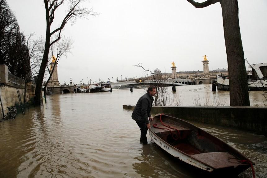 Le niveau de la Seine augmente toujours à Paris