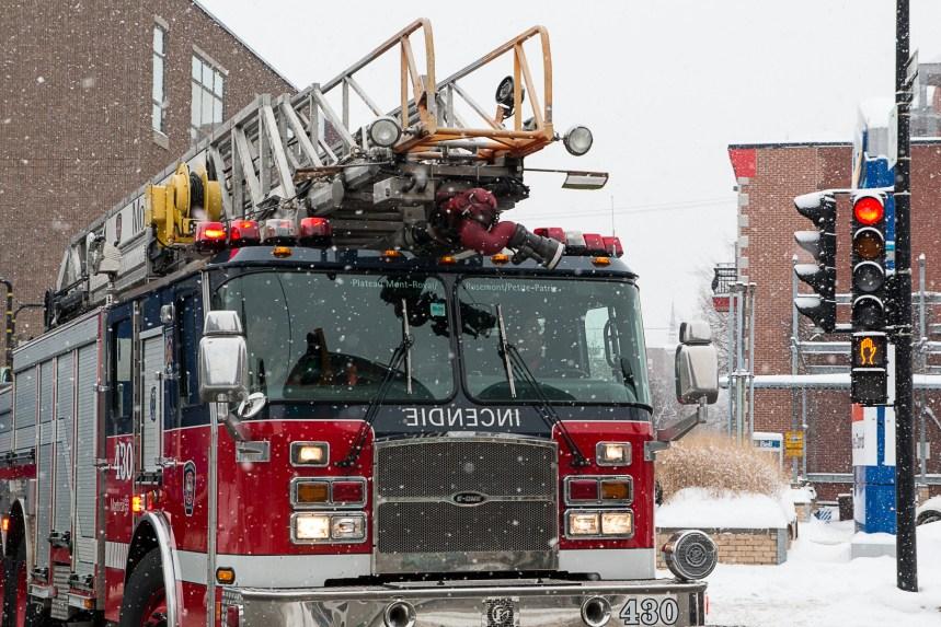 Incendie dans un immeuble à appartements dans Rivière-des-Prairies